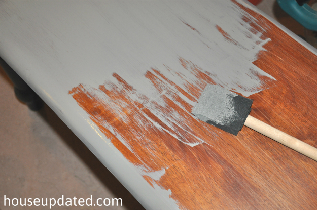 priming glossy wood
