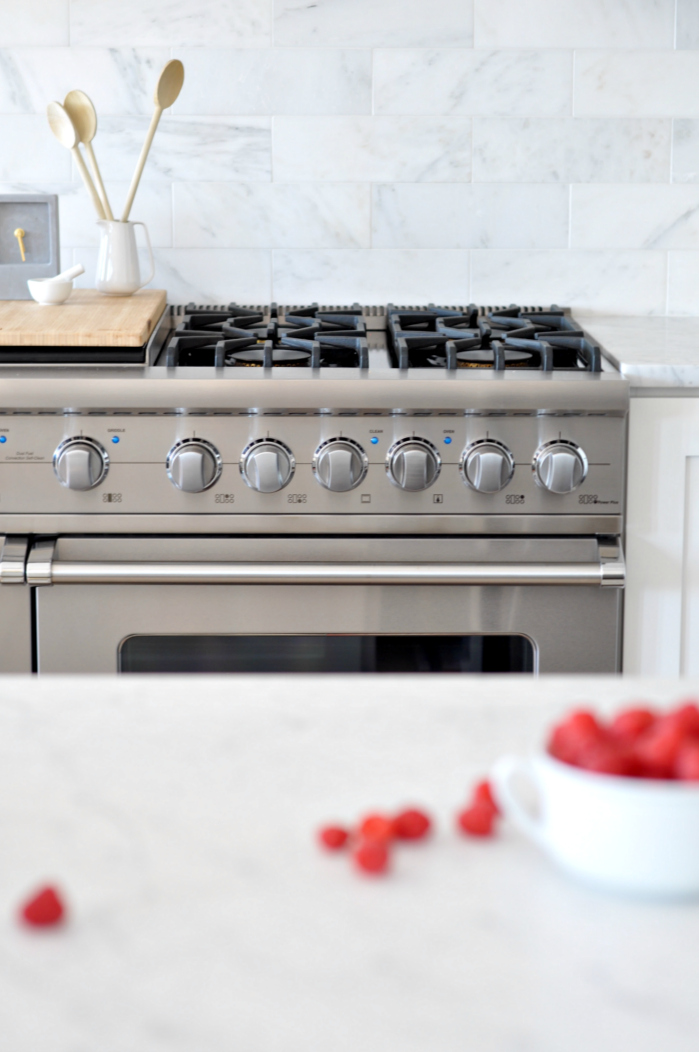 viking stove white marble backsplash