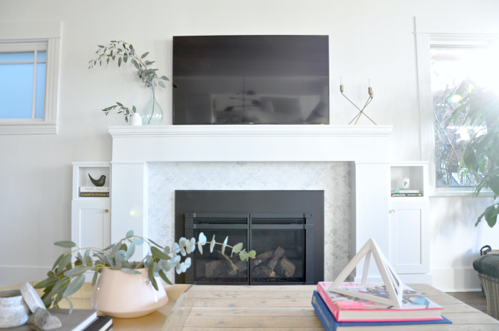 tv over fireplace white marble