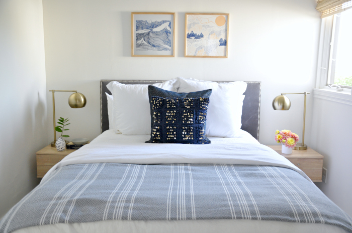 guest bed blue white