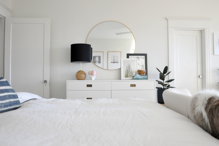 white-bedroom-black-lamp