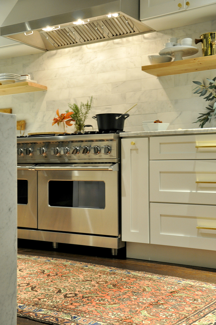 white-kitchen-viking-stove