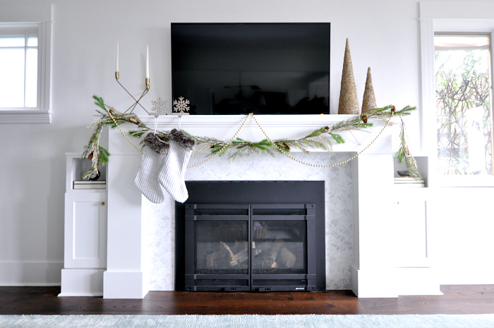 tv-over-fireplace-holiday