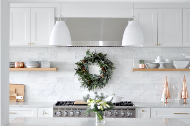 white-kitchen-white-pendants